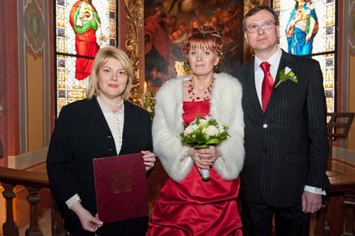 Сопровождение и переводы на свадьбах и при регистрации брака, деловых встречах, переговорах.